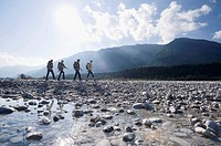 Germany, Bavaria, Tölzer Land, Group of hikers (thumbnail)