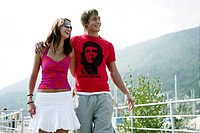 young couple, walking, laughing, leisure, fun, por
