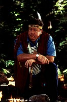 movie, Man of the House, USA 1995, director: James Orr, scene with: George Wendt, comedy, Walt Disney, portrait, Indian vaist, feather on head,