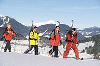 Wandern mit Schneeschuhe und Ski