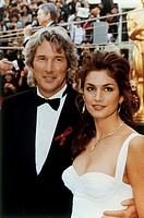 Gere, Richard * 31.8.1949, US Schauspieler, mit Cindy Crawford, auf der Oscarverleihung 1993, graue haare, lächelnd, sympathisch, 90er jahre, supermod...