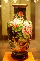 Cloisonn¨, vase with peony pattern, Beijing, China