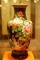 Cloisonn¨, vase with peony pattern, Beijing, China
