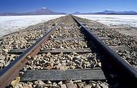 Eisenbahn über den Salar de Chiguana, Bolivien / railroad tracks across Salar de Chiguana, Bolivia