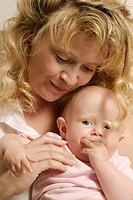HV757710 Portrait Mutter und Kind, Saeugling, Maedchen, sechs Monate, glücklich und zufrieden