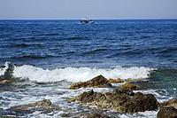 HV767946 Fischkutter bei der Ausfahrt bei Milatos Beach auf Kreta