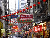 Shoppingstreet in Hongkongs Central District, Hongkong, China