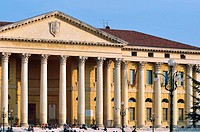 Italy, Veneto, Verona, Bra Square, Statue, Palazzo Barbieri now Town Hall