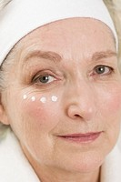 Senior woman anti_wrinkles