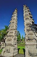 Candi, Temple gate at the garden of the Chedi Club under blue sky, GHM Hotel, Ubud, Indonesia, Asia