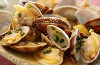 Clams steamed by sake
