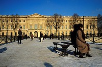 France, Paris, Passerelle des Arts Arts Footbridge, Louvre Museum in winter