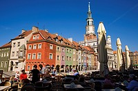Poland, Wielkopolska Region, Poznan, coloured facades in Old Market Square in the historical downtown