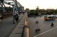 Vietnam, Hanoi, Old City, the movement Doumer Bridge