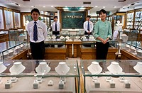 China, Beijing, Fanchua is the best known pearl shop in the country, it is located on the last floor of the pearl market, many showbiz people and head...