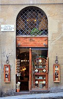Shop in the historic center of Florence at the Ponte Vecchio, Florence, Tuscany, Italy, Europe