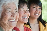 Multi_generation Japanese women smiling