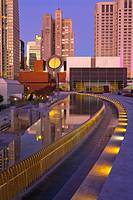 USA, California, San Francisco, Yerba Buena Gardens, fountain in foreground, San Francisco Museum of Modern Art and high-rise office buildings beyond,...