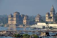India, Madhya Pradesh, Orchha, princes mausoleums built in XVI and XVII centuries in front of Betwa river
