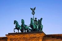 Berlin, Pariser Platz, Brandenburger Tor, Quadriga Daemmerung