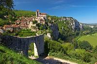 Vallee du Lot, St.Cirq_Lapopie, The Way of St. James, Roads to Santiago, Chemins de Saint_Jacques, Via Podiensis, Dept. Lot, Region Quercy, France, Eu...