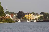 town with lake of Schwerin, Mecklenburgische Seenplatte, Mecklenburg_Vorpommern, Germany, Europe