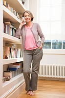 Mature woman using telephone (thumbnail)