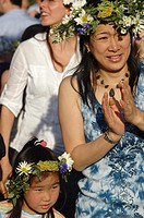 New York City (USA): Asian-American mother and daughter in Battery Park during the Swedish Midsummer Feast