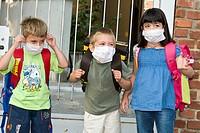 primo giorno di scuola, bambini con mascherina