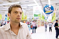 Man in supermarket (thumbnail)