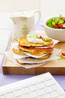 Pancakes with spring onions and cucumber yoghurt dip