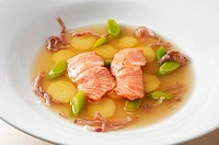 Soup with trout fillet, potatoes and leeks