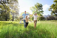 Family running in field (thumbnail)