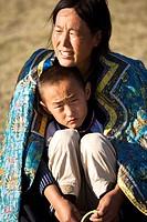 Mongolian woman holding her son, Xilamuren Grassland, Da´erhanmaoming´anlianhe Banner, Baotou City, Inner Mongolia Autonomous Region, China