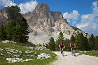 Mountain bike riders riding on the road to Fanes hut, Trentino, Alto Adige, Italy, Europe