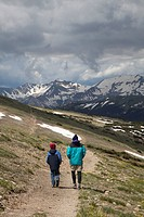 Hikers on the Ute Trail, on the alpine tundra, Rocky Mountain National Park, Colorado, USA