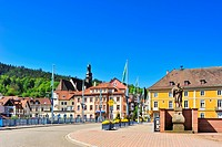 Stadtbruecke city bridge with Sankt Jakobskirche St. James church, Gernsbach, Murgtal, Black Forest, Baden-Wuerttemberg, Germany, Europe