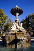 Fountain at Plaza de Nicaragua, Parque del Retiro Park, Madrid, Spain, Europe