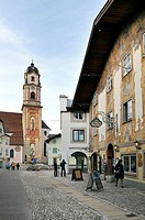 Pedestrian area Obermarkt with old houses and church, Mittenwald, Upper Bavaria, Bavaria, Germany