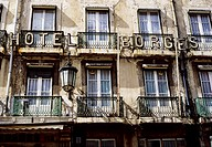 Run down facade, Borges Hotel, before renovation, Rua Garrett, Chiado, Barrio Alto, Lisbon, Portugal, Europe