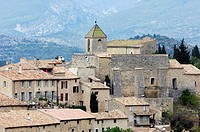 Church and houses, Aurel, Vaucluse, Provence-Alpes-Cote d'Azur, Southern France, Europe