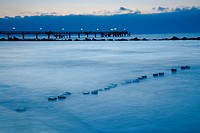 view on the sea with boardwalk and groins in winter, Germany, Mecklenburg_Western Pomerania, Baltic Sea, Darss