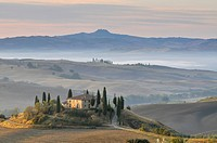 House in the country, Podere Belverde in the morning mist, Val d'Orcia, Tuscany, Italy, Europe