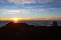 Sunset at a height of 4214 metres on the extinct volcano Mauna Kea, Hawaii, USA