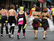 Female participants of New York 2007 Marathon trying to raise awareness for an anti_brest_cancer campaign, USA, USA, New York state