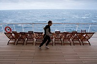 Passenger jogging, jogger on the promenade deck, Cruise liner, Queen Mary 2, Transatlantic, Atlantic ocean