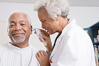 Senior medical practitioner takes patient´s temperature