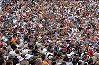 Crowd of people (spectators)