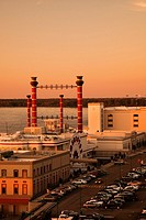 USA, Mississippi, Vicksburg, Ameristar Casino and Mississippi River, dusk