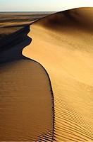 Sharp crest and sand structures in the sand dunes of Erg Muzurq, Sahara desert, Libya